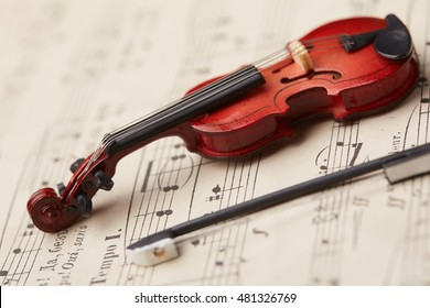 violin on of notes background