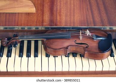 Violin on piano keyboard.