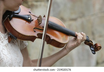 Violinist playing classical music with violin on the street