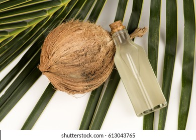 Virgin Cold Pressed Coconut Oil; made from fresh coconut meat, non-heat and non-chemical coconut oil. To preserve useful substances in coconut oil.