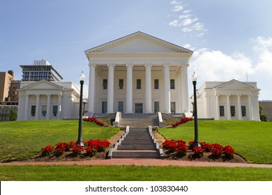 Virginia Statehouse and lawn in downtown Richmond, Virginia, USA.