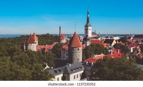vista aerea de Tallin, Estonia, en verano. Foto vintage