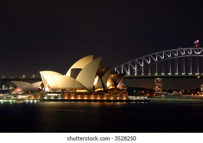 vista of the Sydney Harbour Bridge together with the nearby Sydney Opera House