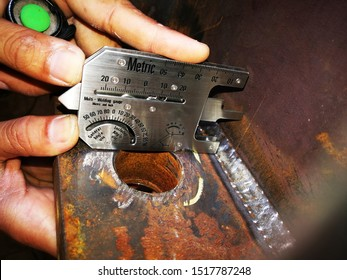The visual inspection of welding was carried out by welding gauge to verify the fillet weld size, throat, leg, concave, convex and size of discontinuity, undercut was compliance to code and standard