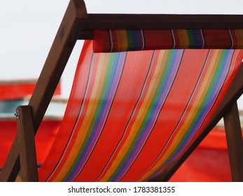 Vivid Color Foldable Wooden Beach Chairs are Popular for Tourism in Thailand