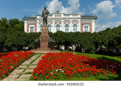 "Vladimir city. Monument to Vladimir Lenin in front of the old bank building. Inscription on monument: ""To Lenin from the workers and peasants of Vladimirsky district."" Inscription on building: ""Bank""."