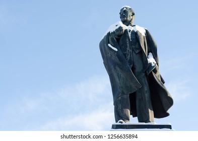 Vladimir Lenin monument in Ulyanovsk, Lenin's hometown