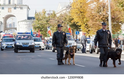 VLADIMIR, RUSSIA - SEPTEMBER 15: City Day  event September 15, 2012 in Vladimir, Russia.  Policemen with dogs in carnival procession  dedicated to the 1022 anniversary of Vladimir city