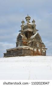 Vladimir ( Vladimirskaya ) church on the former Podporozhsky churchyard, now the tract Zherebtsova Mountain in Onega district of Arkhangelsk region. 1757 year of construction