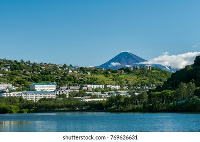 the volcano behind the town of Petropavlovsk