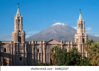 Volcano El Misti overlooks the city Arequipa in southern Peru. Arequipa is the second most populous city of the country. Arequipa lies in the Andes mountains