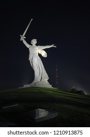 "VOLGOGRAD, RUSSIA - SEPTEMBER 24, 2018: Night panorama of the sculpture ""The Motherland Calls!"". Monument-ensemble ""Heroes of the Battle of Stalingrad"" on Mamayev Kurgan in Volgograd."