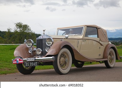 """VOLKETSWIL - AUGUST 15: The Rolls Royce car on the annual """"Oldtimer meeting"""" in Volketswil, Switzerland on August 15, 2010"""