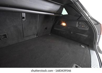 Volkswagen Touareg 2012 cockpit interior cabin details