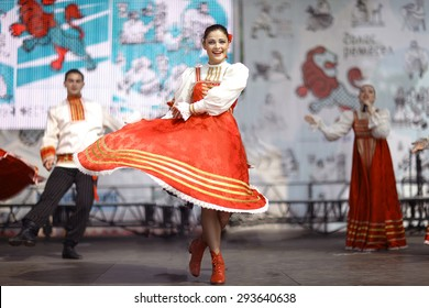 8f45480c6 Vologda, RUSSIA - July 4: performance of Russian folk dance groups at  street festival