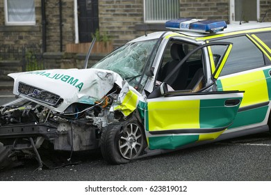 VOLVO V40 AMBULANCE WRECKED IN COLLISION WHILE ON EMERGENCY CALL, YORKSHIRE, ENGLAND, UK, 24TH AUGUST 2004