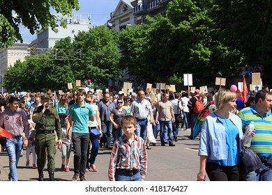 """Voronezh, Russia, on May 9, 2016: residents in memorable procession """"An immortal regiment"""", on May 9, 2016"""