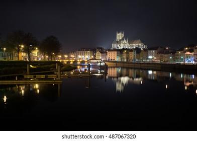 Vue de la ville de Meaux, vue de nuit, avec la cathédrale et la Marne
