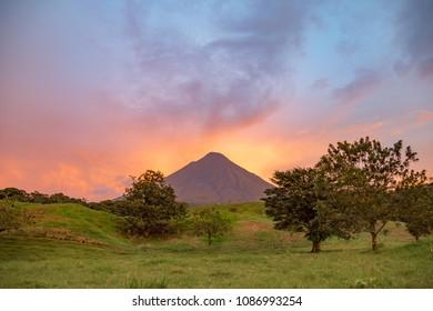 Vulcan Arenal at dusk