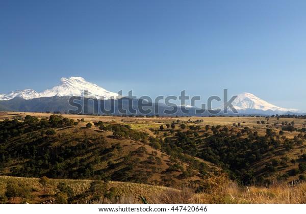 vulcan popocateptl iztaccihuatl