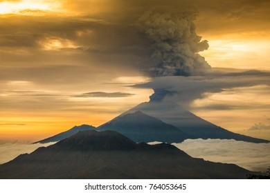 Vulcano Agung Eruption