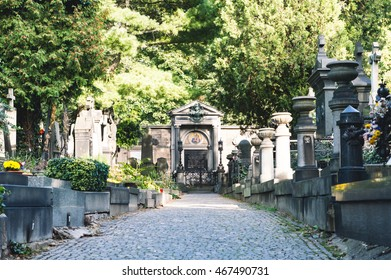 Vysehrad Cemetery, peaceful and beautiful