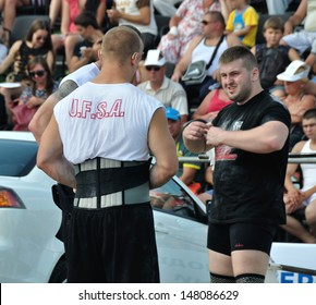 VYSHGOROD, UKRAINE - 28 JULY 2013: Unknown athletes train on Strongmen Worlds Championship on 28 July 2013 in Vyshgorod, Ukraine.