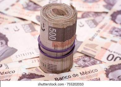 wad of mexican bills on more bills of 500 pesos