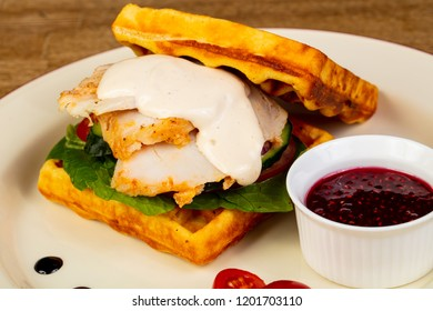 Waffer with chicken and sauce