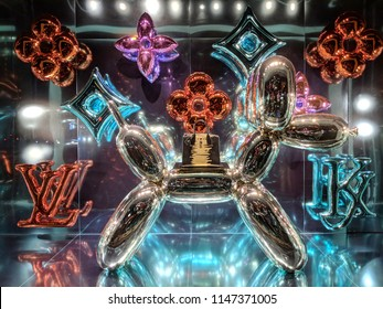 Waikiki - December 7, 2017: Balloon dog with handbag on top - Louis Vuitton x Jeff Koons - The Masters collection window Display.  Louis Vuitton is a fashion house and luxury retail company.