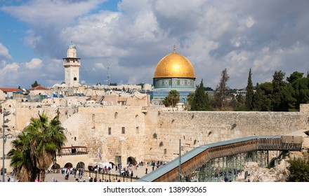 Wailing wall and Mousque of Al-aqsa (Dome of the Rock) in Jerusalem city, Israel