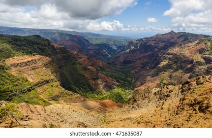 Waimea Canyon, view from Puu Hinahina viewpoint.