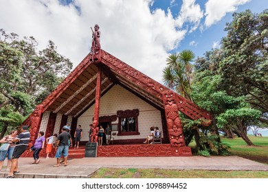 WAITANGI, NEW ZEALAND – JANUARY 2, 2009: Tourists in front of carved Maori meeting house in Waitangi, New Zealand.