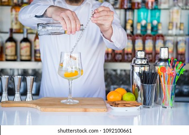 waiter preparing a gin and tonic
