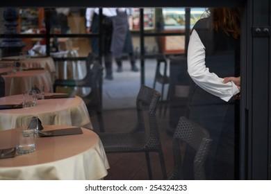 Waiting client in my restaurant