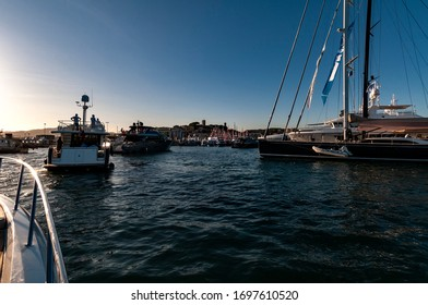 Waiting for the entrance in the Cannes Harbour