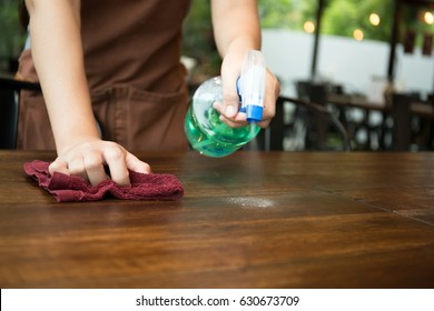 Cleaning Table Images Stock Photos Vectors Shutterstock - Restaurant table cleaner