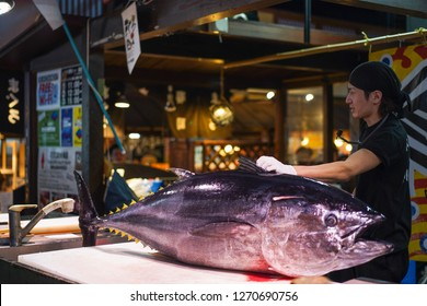 Wakayama - Nov. 17, 2018: Sushi master is demonstrating during tuna cutting show at Kuroshio Market