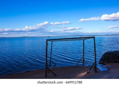 walk along the lake shore Kolvitsa  Terskiy Bereg of the Kola Peninsula ( Northern Russia)