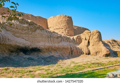 Walk along the rampart of ancient clay Ghal'eh Jalali fortress with a view on round tower, Kashan, Iran