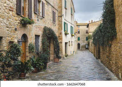 Walk on a rainy day through the streets of the beautiful town, Pienza, Tuscany