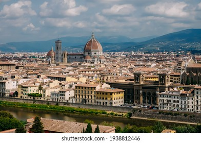 walk through the beautiful old town of Florence through the architectural streets along the old buildings of the city