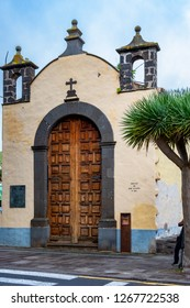 A walk through the pre-Christmas La Laguna. We see the Ermita de San Miguel. This hermitage is located in the Plaza del Adelantado. San Miguel Arcángel is the patron saint of the island of Tenerife.