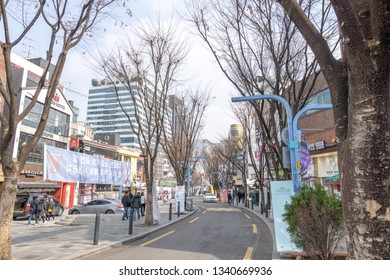 Walkable distance of hongdae is an area where many of street performances occur. Hongdae is a famous shopping and clubbing district in Seoul, South Korea. Taken on March 17th 2019.