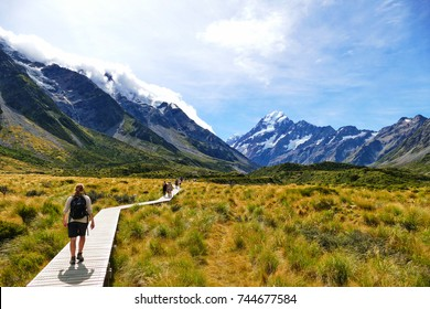Walking along the great winding Hooker Valley track at Mount Cook, New Zealand.  (19-03-2017)