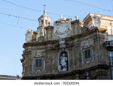 walking in palermo looking piazza quattro canti