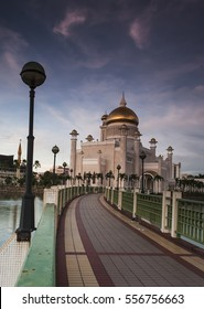 Walking path to the magnificent Brunei Darussalam Mosque