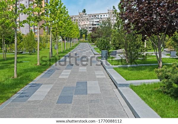 walking-path-tiled-granite-city-600w-177