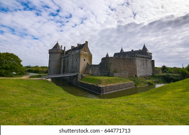 Walking trips around the medieval castle Suscinio, Morbihan, Brittany, Europe