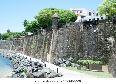 The walkway along the historic wall of San Juan old town (Puerto Rico).